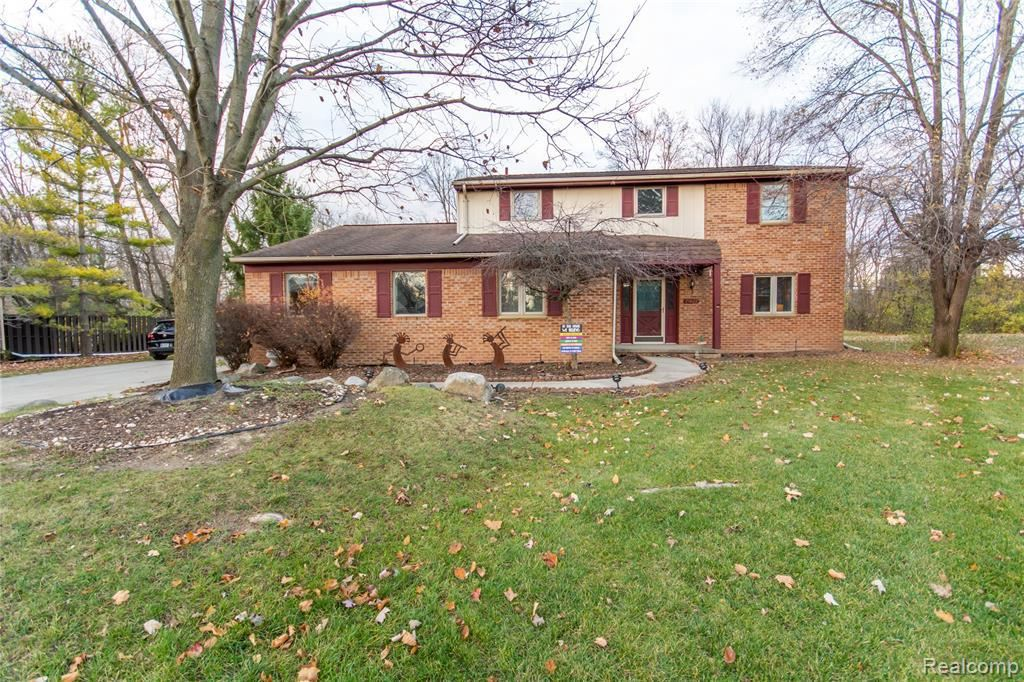 Photo for 21622 RIVERVIEW DR, Beverly Hills, MI 48025-4865 (MLS # 40122916)