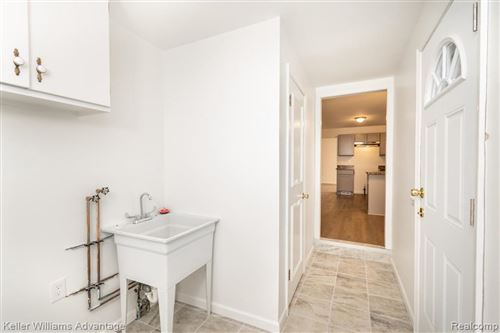 Tiny photo for 30895 W LINCOLNSHIRE, Beverly Hills, MI 48025-4761 (MLS # 40130918)