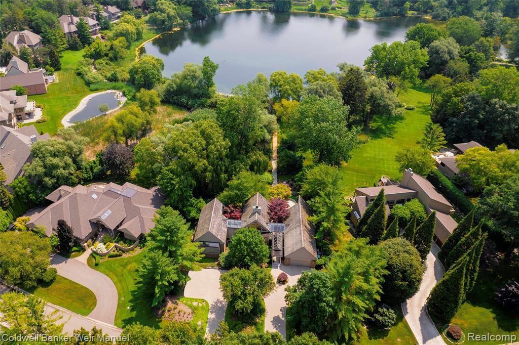 Photo for 4783 W WICKFORD, Bloomfield Township, MI 48302-2382 (MLS # 40195921)