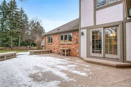 Tiny photo for 560 FOX POINTE CRT, Bloomfield Hills, MI 48304-1812 (MLS # 40136923)