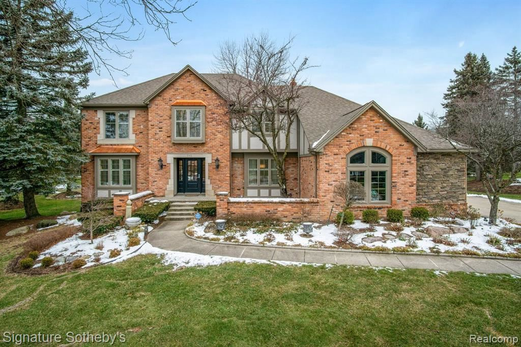 Photo for 560 FOX POINTE CRT, Bloomfield Hills, MI 48304-1812 (MLS # 40136923)