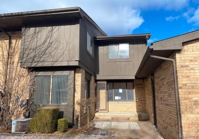 Photo of 37161 CLUBHOUSE DR, Sterling Heights, MI 48312-2238 (MLS # 40016926)