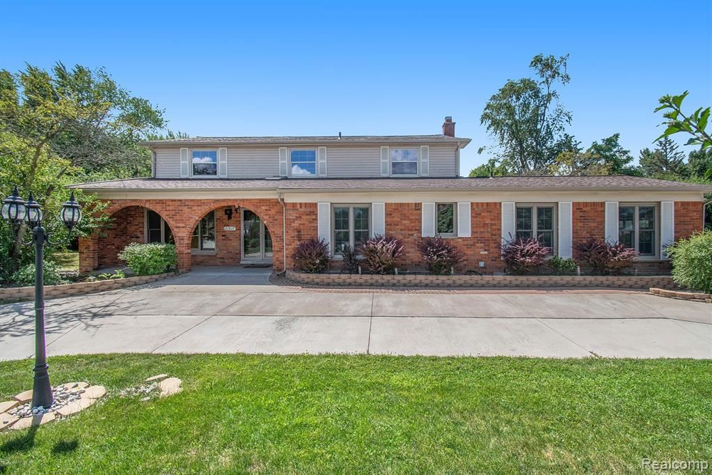 Photo for 21617 MEADOW LN, Beverly Hills, MI 48025-4851 (MLS # 40102928)