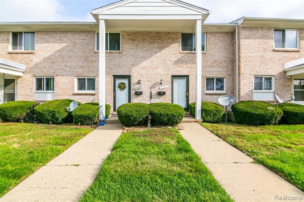 Photo of 14109 CAMELOT DR, Sterling Heights, MI 48312-2429 (MLS # 21658935)