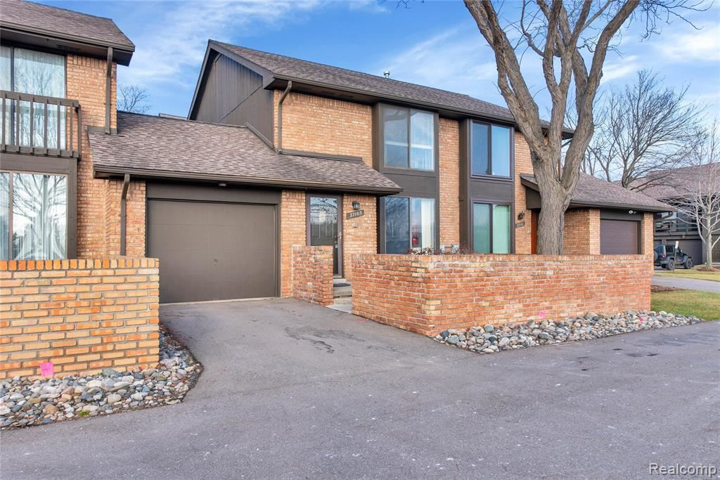 Photo of 37103 CLUBHOUSE DR, Sterling Heights, MI 48312-2236 (MLS # 40016935)