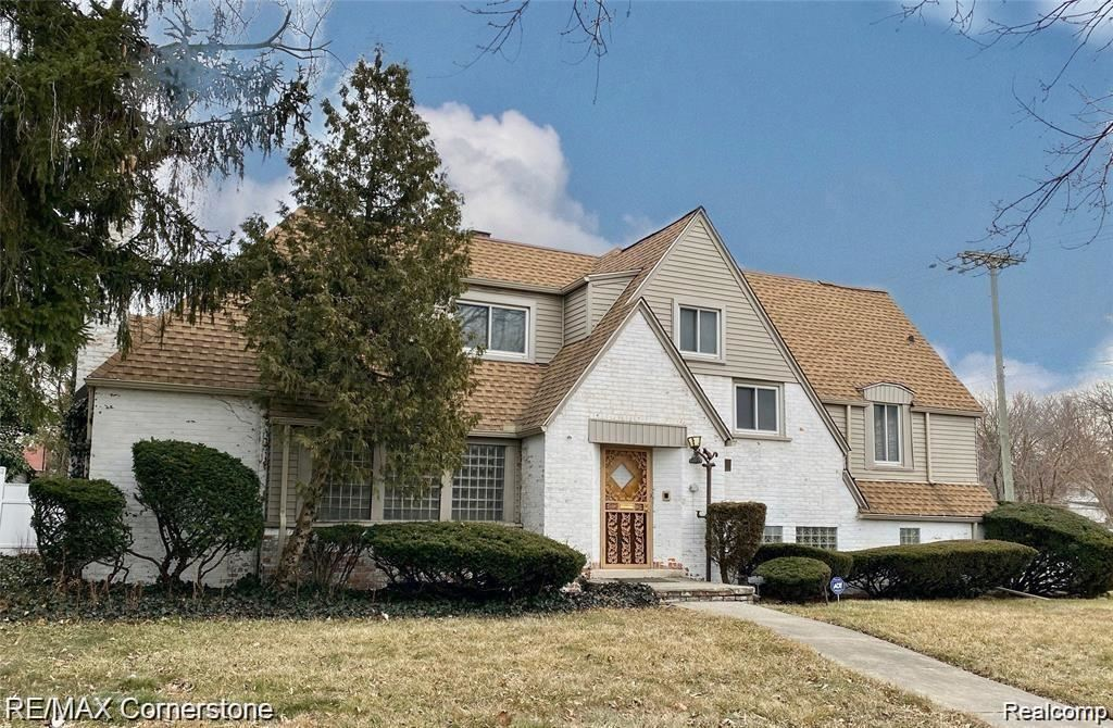 Photo for 10035 W OUTER DR, Detroit, MI 48223-1736 (MLS # 40134935)