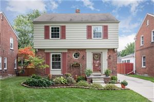 Photo of 1311 HOLLYWOOD AVE, Grosse Pointe Woods, MI 48236-1307 (MLS # 21519943)
