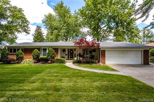 Photo of 720 HIDDEN LN, Grosse Pointe Woods, MI 48236-1577 (MLS # 21621947)