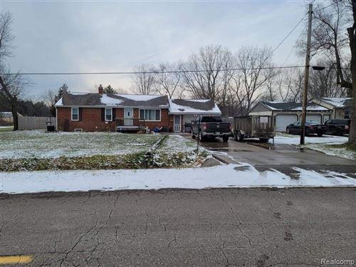 Photo of 6073 DELAND RD, Flushing, MI 48433-1134 (MLS # 40147950)
