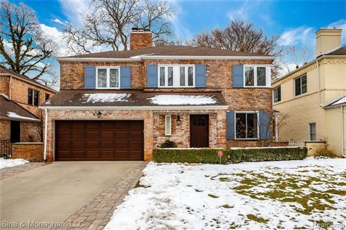 Photo of 225 KENWOOD CRT, Grosse Pointe Farms, MI 48236-3517 (MLS # 40025958)