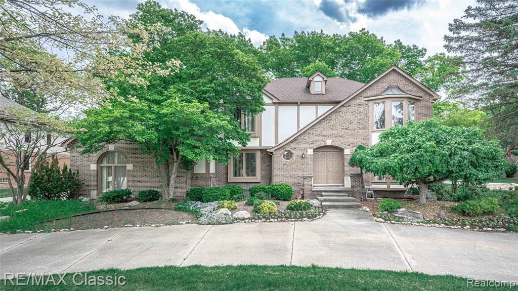 Photo for 3227 TWIN POND CRT, Bloomfield Township, MI 48304 (MLS # 40163961)