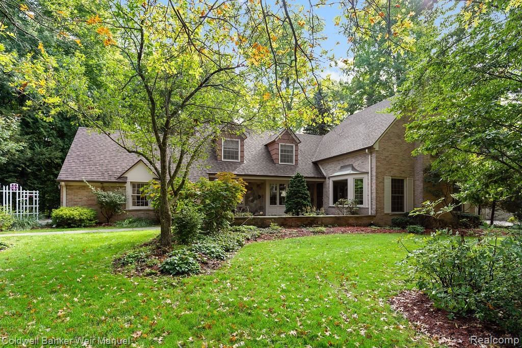 Photo for 32872 LONG BOW CRT, Beverly Hills, MI 48025-2548 (MLS # 40113962)
