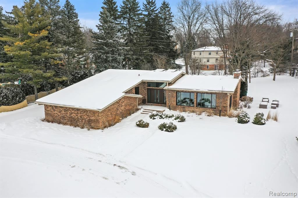 Photo for 2805 AYRSHIRE DR, Bloomfield Hills, MI 48302-0806 (MLS # 40146966)