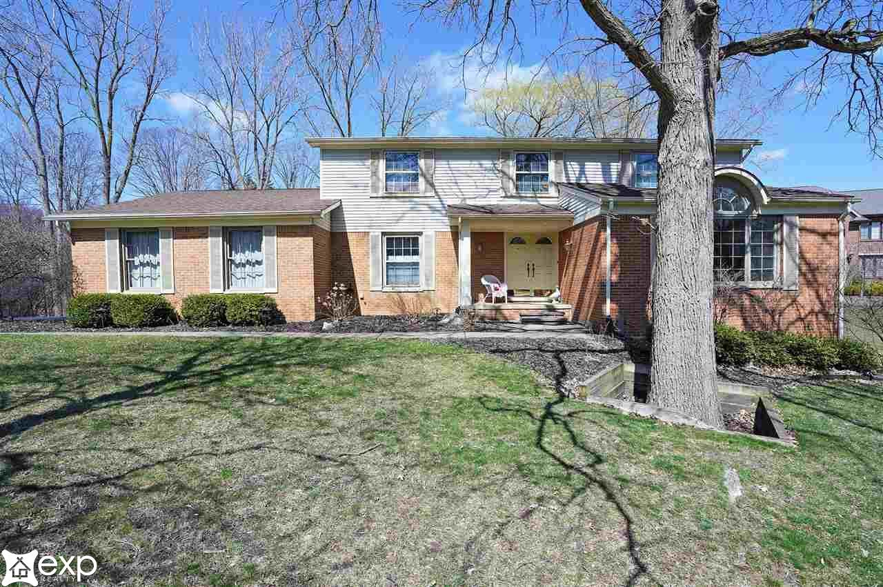 Photo for 568 Woodway Ct, Bloomfield Township, MI 48032-1572 (MLS # 50037972)