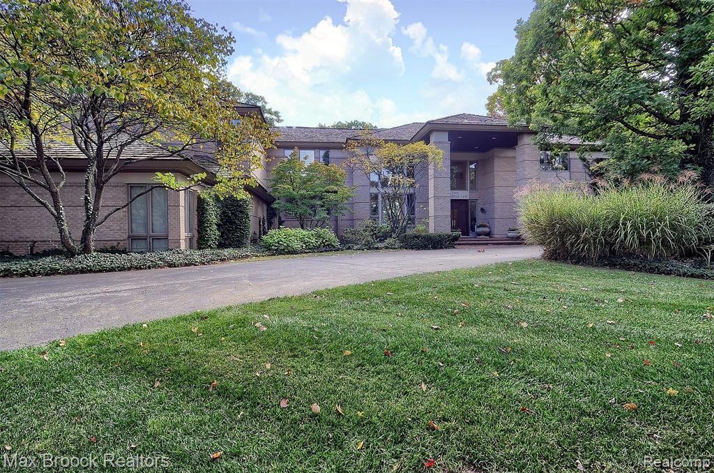 Photo for 7500 HIDDENBROOK LN, Bloomfield Hills, MI 48301-3509 (MLS # 40136978)