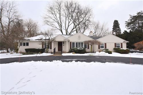 Photo of 3879 CARRIAGE RD, Bloomfield Hills, MI 48301-1903 (MLS # 40135981)