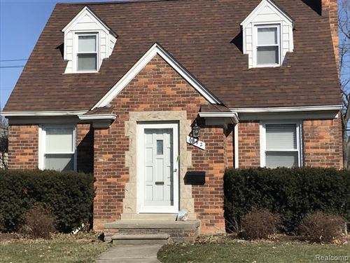 Photo of 1492 HOLLYWOOD AVE, Grosse Pointe Woods, MI 48236-1310 (MLS # 40037982)
