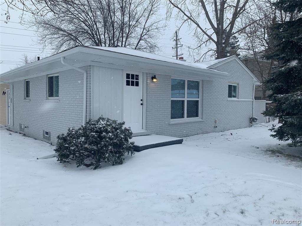 Photo of 207 W TIENKEN RD, Rochester Hills, MI 48306-4405 (MLS # 40024984)