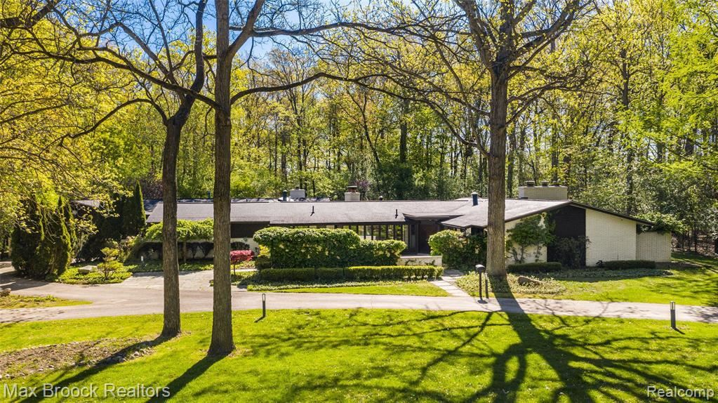 Photo for 5385 BYWOOD RD, Bloomfield Hills, MI 48302-2701 (MLS # 40174985)