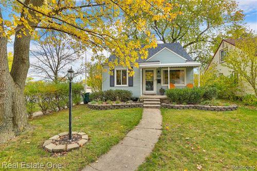 Photo of 3224 N WILSON AVE, Royal Oak, MI 48073-3581 (MLS # 40115992)