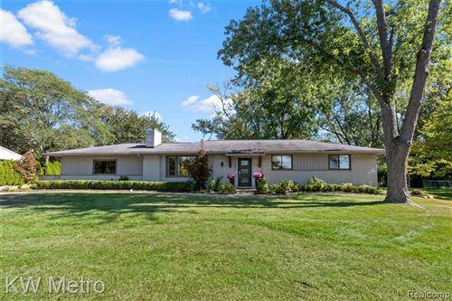 Photo of 6681 LAHSER RD, Bloomfield Hills, MI 48301-3203 (MLS # 40241996)