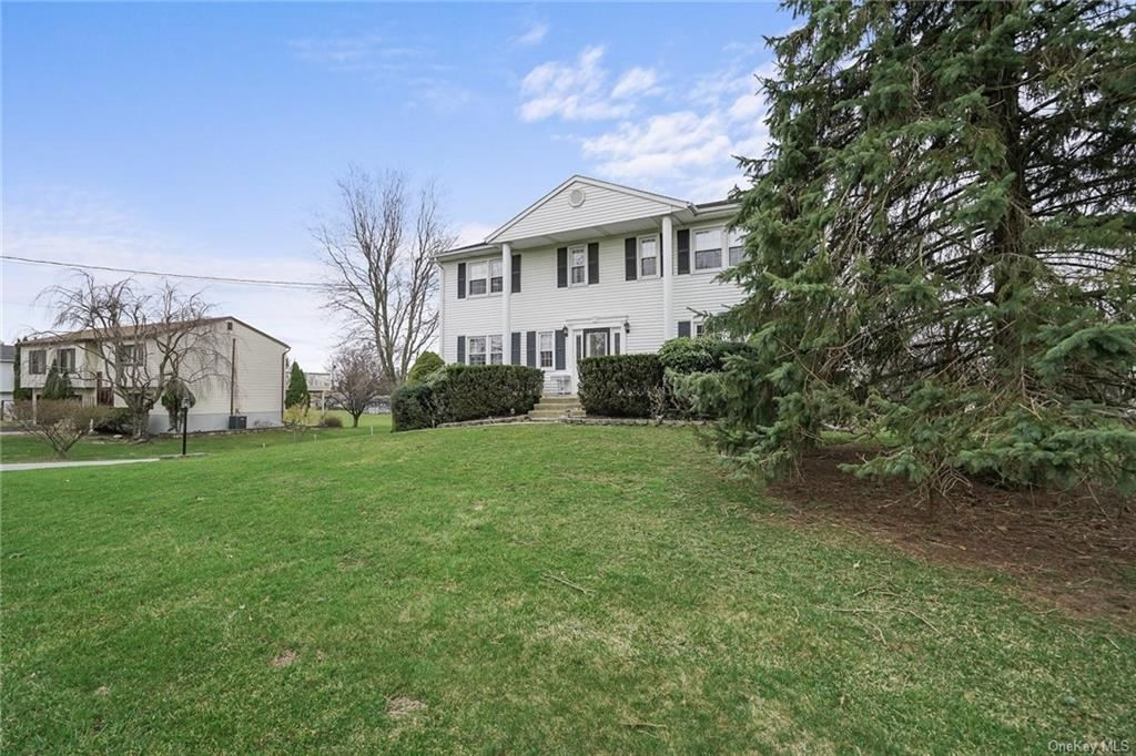 Photo of 17 Alberta Drive, Middletown, NY 10941 (MLS # H6106000)