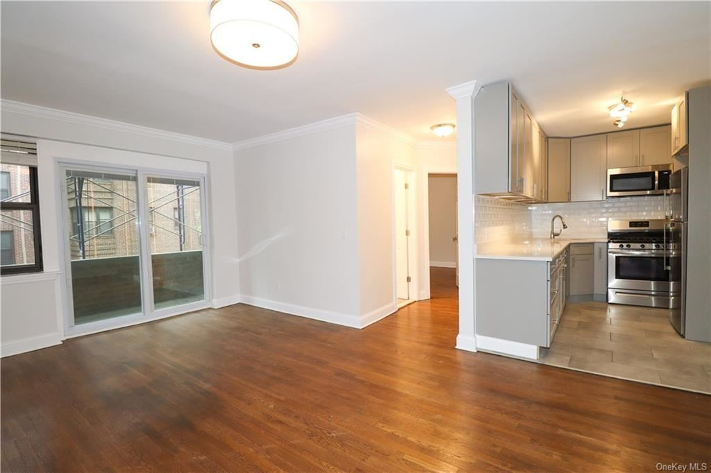 Photo of 140 E Hartsdale Avenue #3i, Hartsdale, NY 10530 (MLS # H6109010)