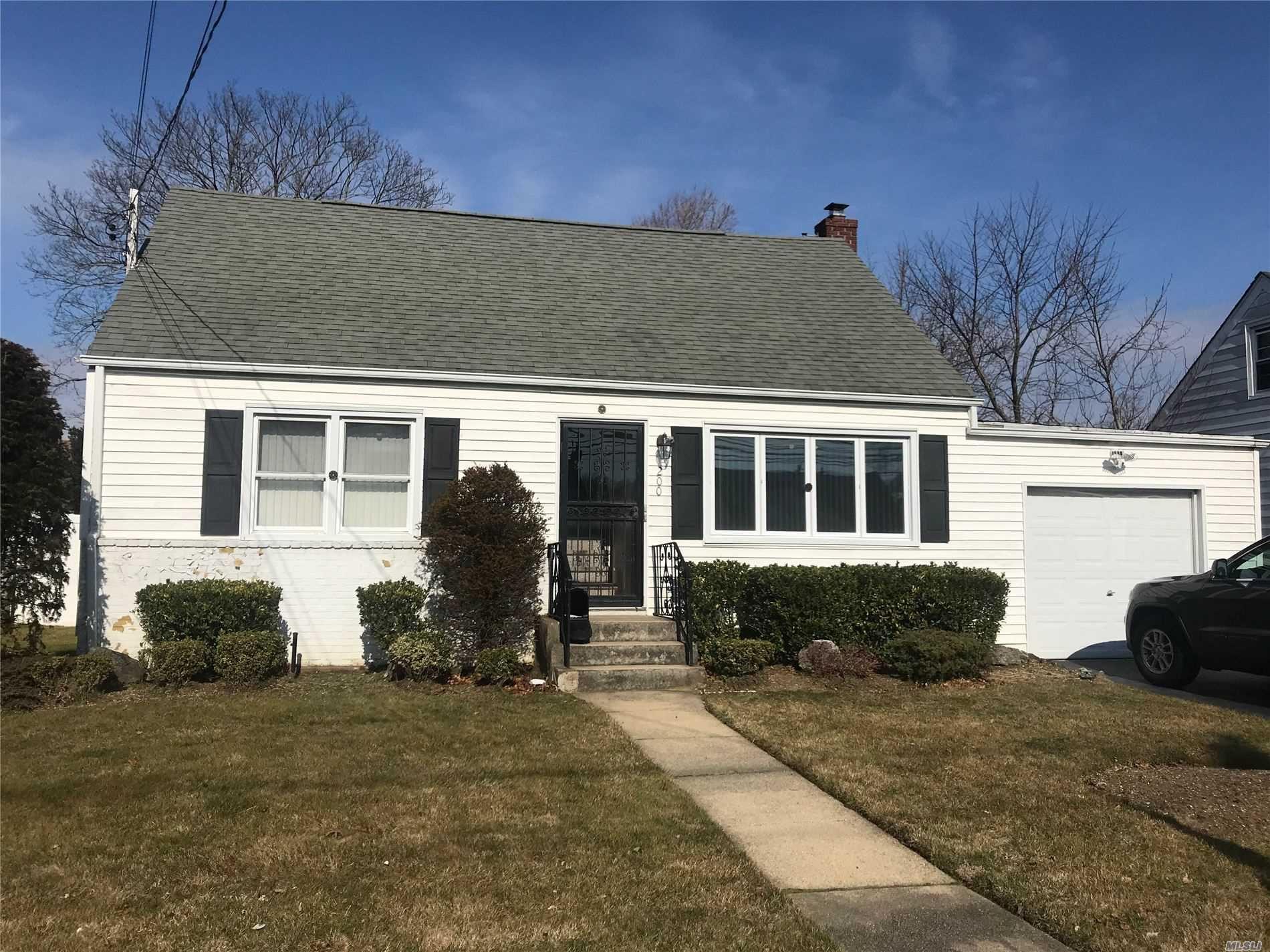 200 Oak Street, Amityville, NY 11701 - MLS#: 3193011