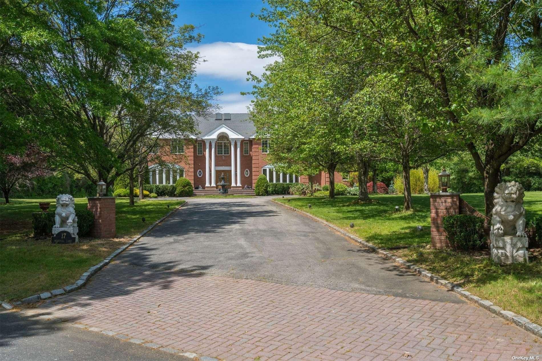 Photo of 17 Woodhill Lane, Upper Brookville, NY 11545 (MLS # 3315024)