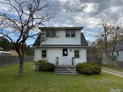 Photo of 415 Weeks Ave, Manorville, NY 11949 (MLS # 3186027)