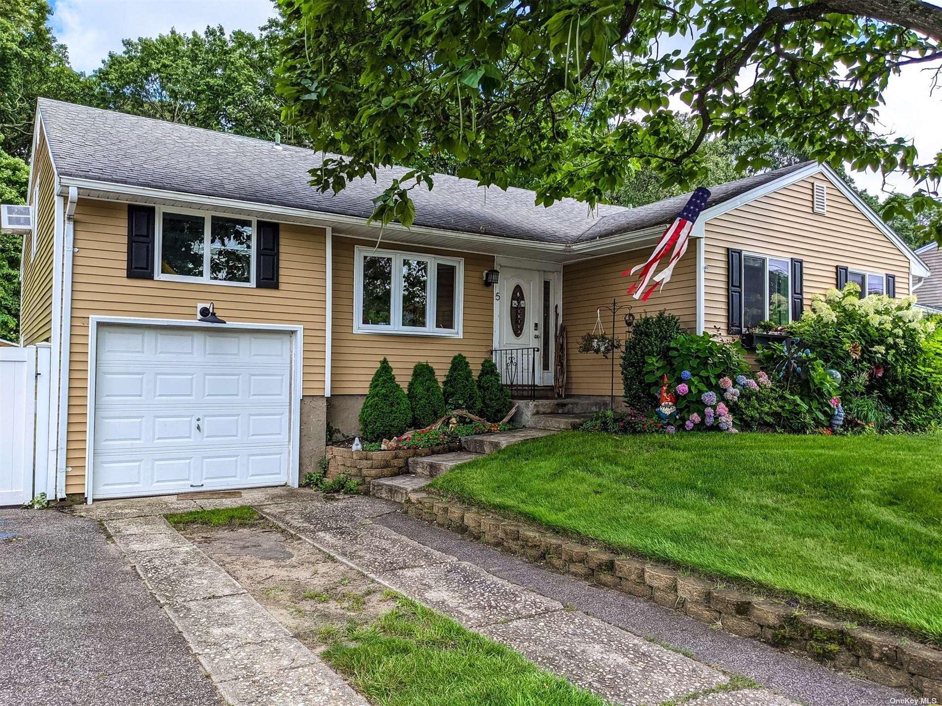 5 Bear Street, Selden, NY 11784 - MLS#: 3331027