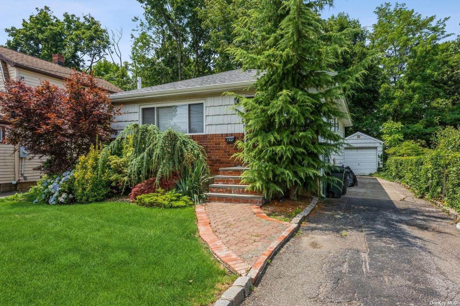 122 Harding Avenue, Hicksville, NY 11801 - MLS#: 3331030
