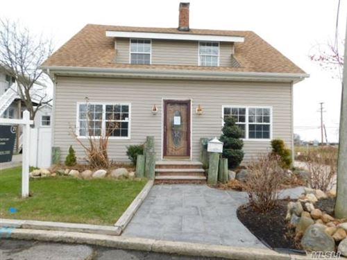 Photo of 5 Cottage Ave, Bay Shore, NY 11706 (MLS # 3186032)