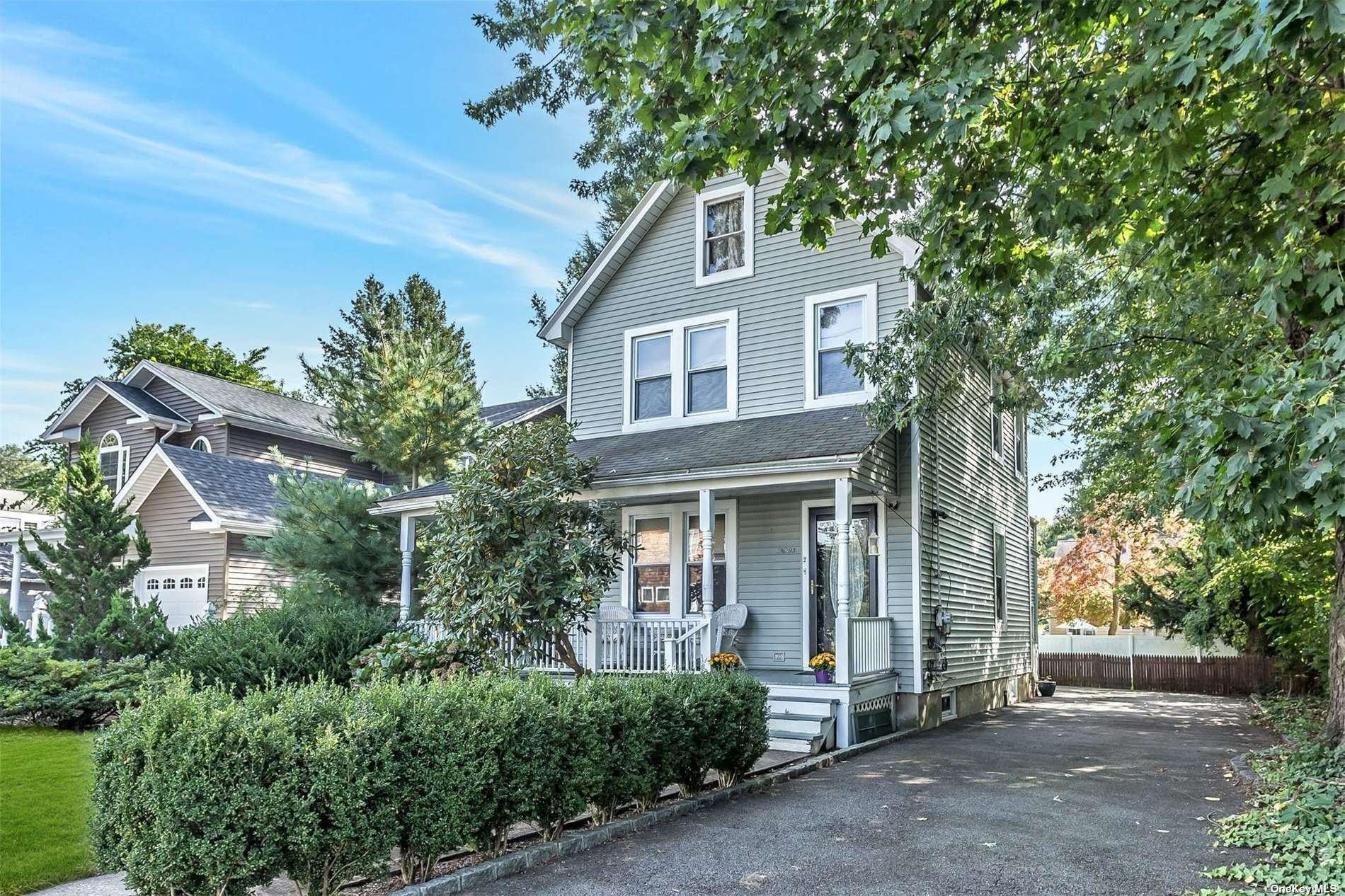 Photo of 93 Walnut Avenue, East Norwich, NY 11732 (MLS # 3353037)