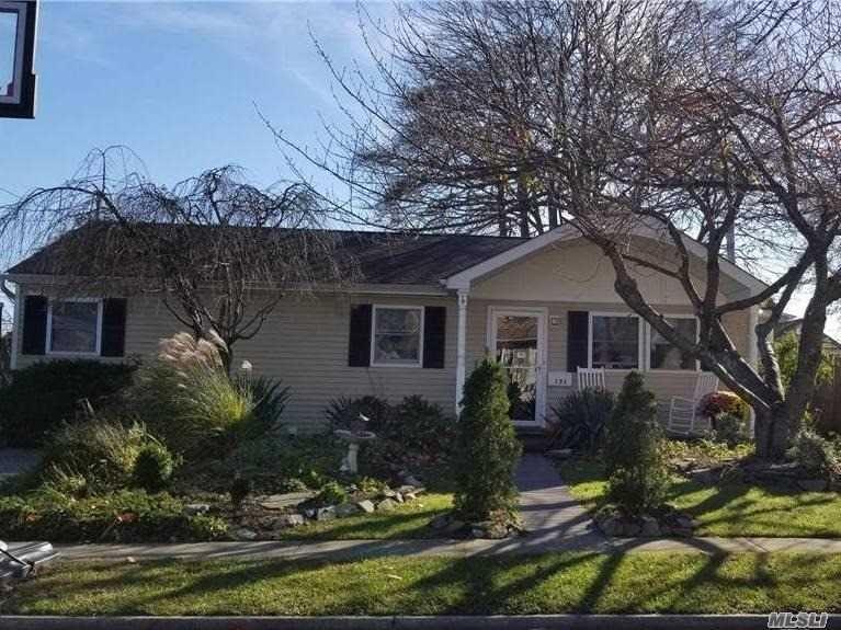 131 E Clearwater Road, Lindenhurst, NY 11757 - MLS#: 3271040