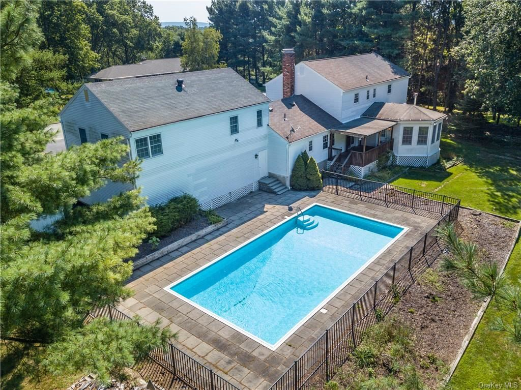 Photo of 17 Ridgeview Terrace, Goshen, NY 10924 (MLS # H6064040)
