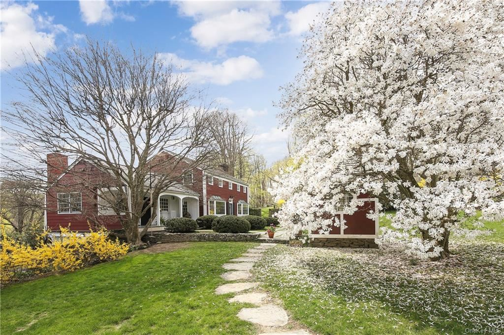 Photo of 2 Cottage Road, Mount Kisco, NY 10549 (MLS # H6110041)