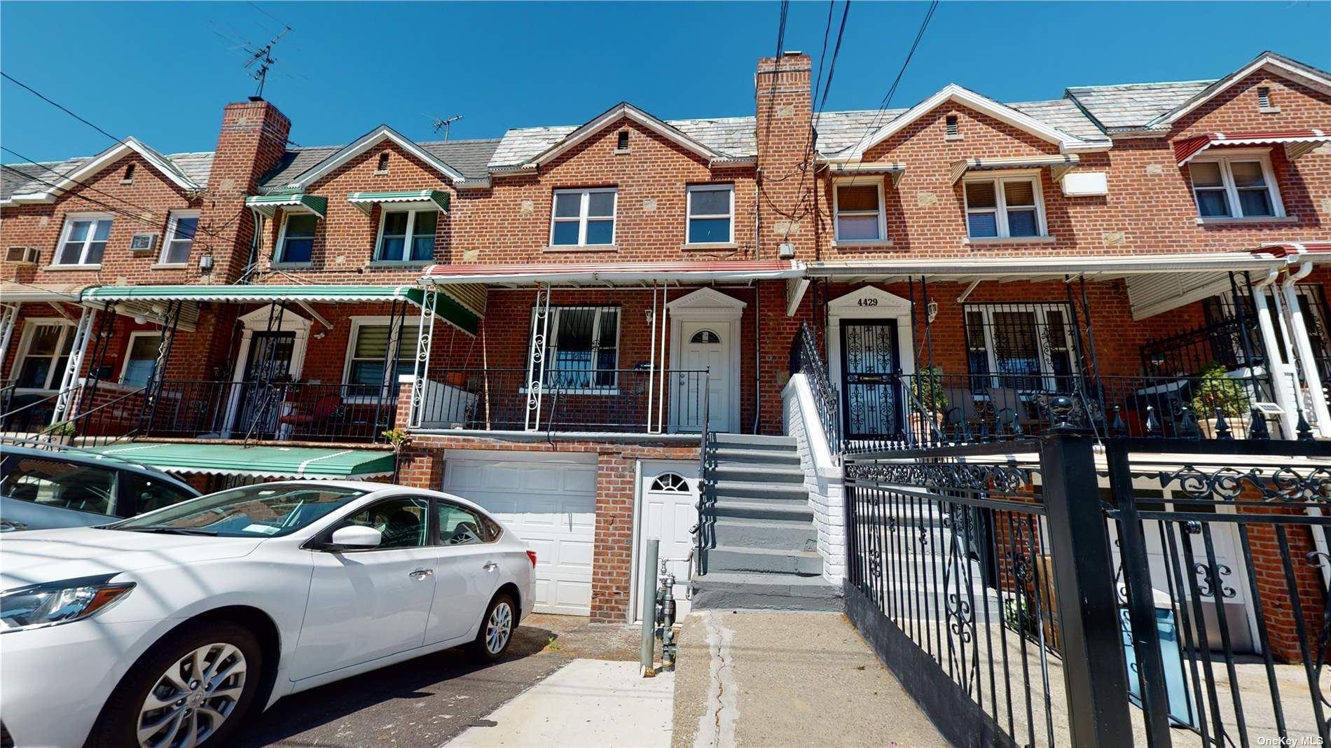 Photo of 4427 Richardson Avenue, Bronx, NY 10470 (MLS # 3312045)