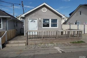 Photo of 9 Center Pl, Out Of Area Town, NY 10306 (MLS # 3119048)