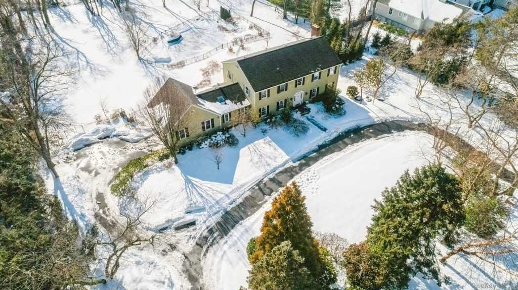Photo of 105 Foxhunt Crescent, Oyster Bay Cove, NY 11791 (MLS # 3284057)