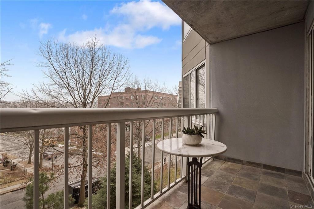 Photo of 10 Stewart Place #1DE, White Plains, NY 10603 (MLS # H6091070)
