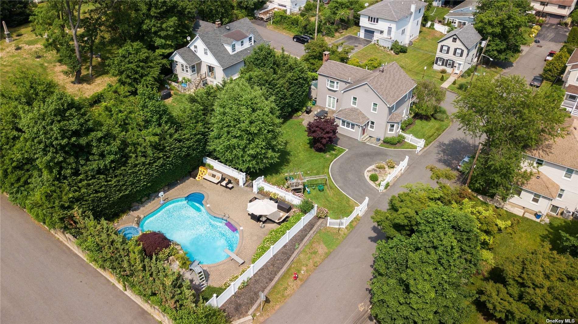 Photo of 25 Hillside Avenue, Glen Head, NY 11545 (MLS # 3320072)
