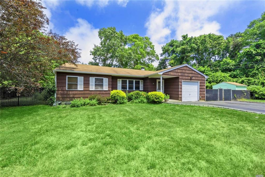11 Lawrence Road, Shirley, NY 11967 - MLS#: 3146078