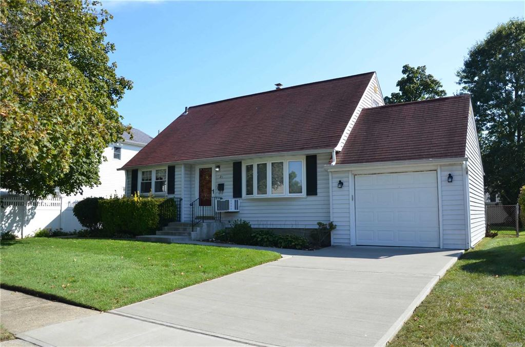 31 Woodcrest Road, Hicksville, NY 11801 - MLS#: 3168078