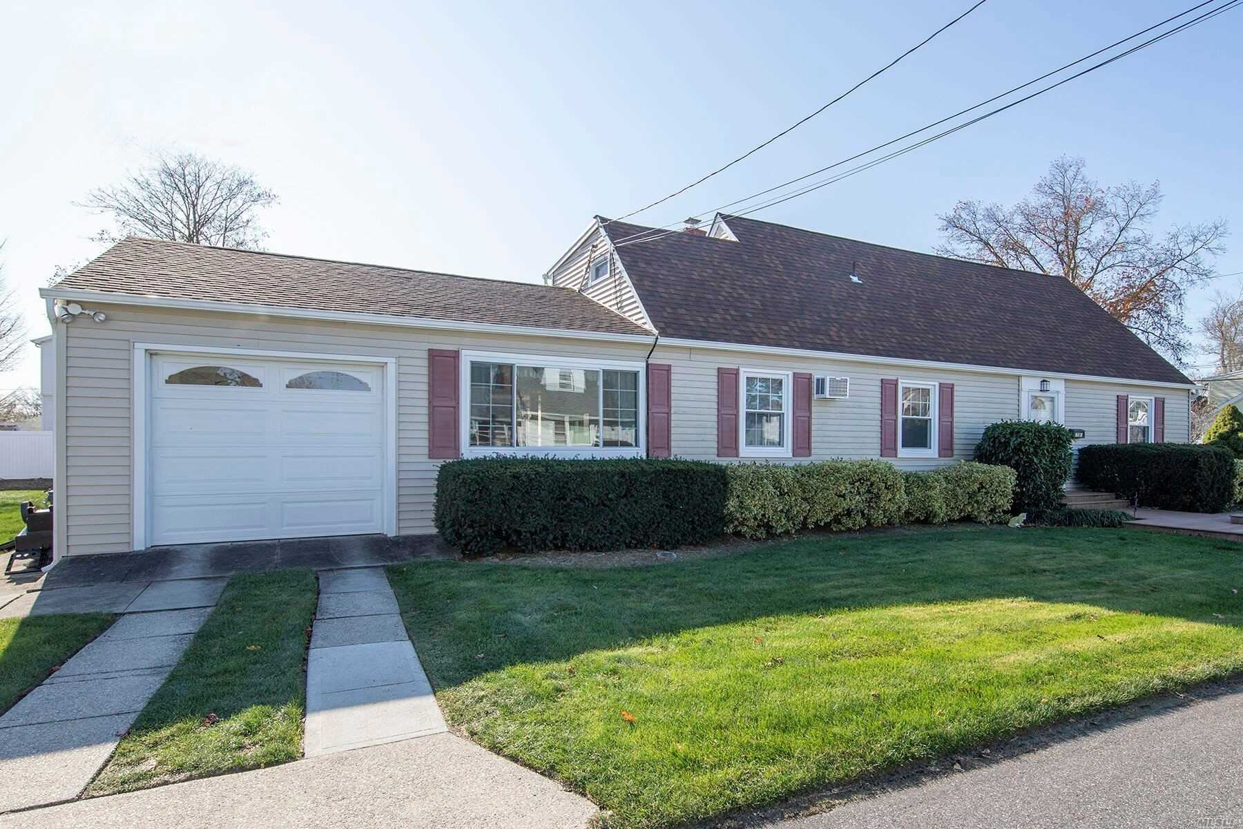 701 Bay 7th Street, West Islip, NY 11795 - MLS#: 3204079