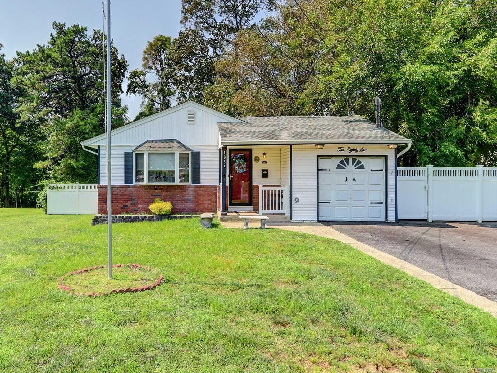 1086 Brookdale Avenue, Bay Shore, NY 11706 - MLS#: 3245088