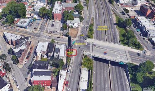 Photo of 136-18 Hillside Ave, Richmond Hill, NY 11418 (MLS # 3045090)