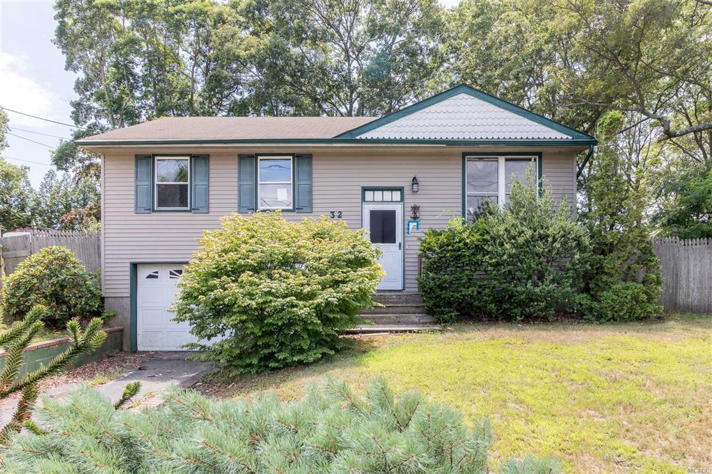 32 Debbie Lane, E. Patchogue, NY 11772 - MLS#: 3102092