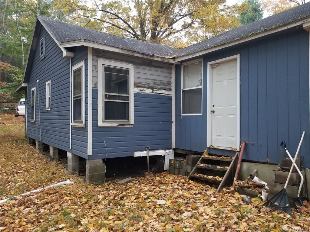 Photo of 32 Woodland Road, Middletown, NY 10940 (MLS # H6087092)