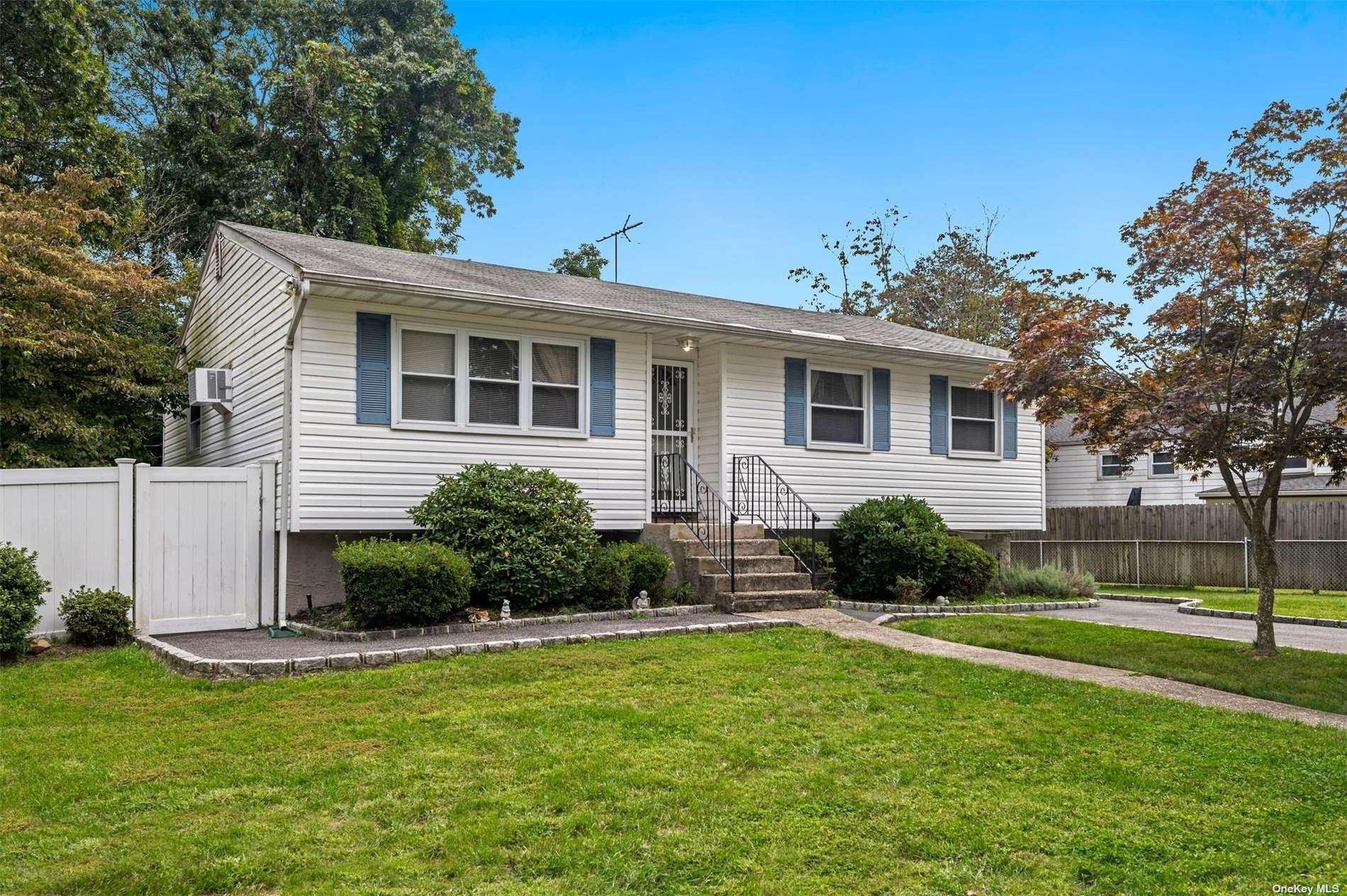 55 New Lane, Selden, NY 11784 - #: 3349094